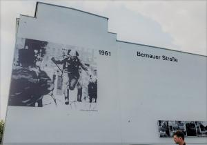 DDR guard escape, Bernauer Strasse