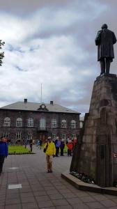 Alþingi (National Parliament) and statue of J�n Sigur�sson