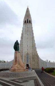 Hallgrímskirkja Lutheran Church and statue of Leif Eriksson