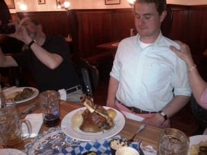 Richard gets Schweinshaxe