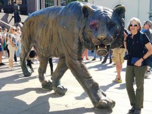 Tiger statue, Oslo central station